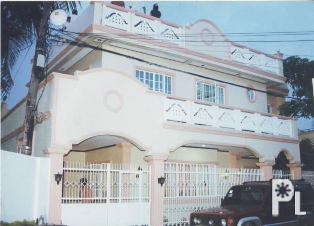 3 story house and lot for sale fundidor molo iloilo for Three story house for sale