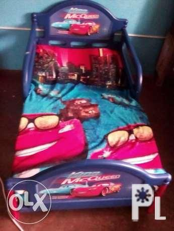 bed with car color and design