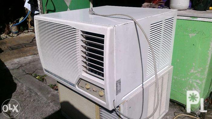 Carrier Window Type Airconditioned 1.5HP
