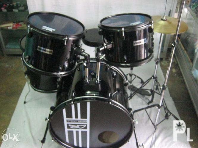 Drumset Alesis Electronic Drums Brand New Different