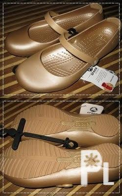 FOR SALE SLIGHTLY USED ALICE CROCS GOLD FOR VERY LOW