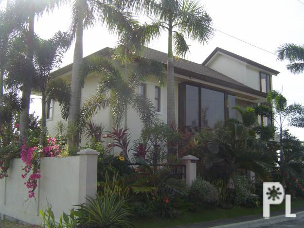 Four Bedroomed Luxury Two Storey House With Swimming Pool