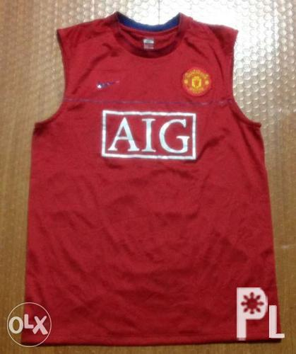 e5f249f081d Nike Manchester United Sleeveless Jersey Authentic size medium to ...