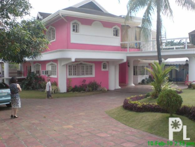 Private swimming pool garden 3 storey house for rent south of manila near canlubang golf for Private swimming pool for rent in cavite