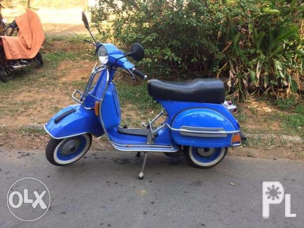 VESPA PX 150 Classic show condition white side wall tires