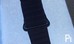 Apple watch straps in milanese and leather loop style.