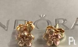 Excellent Used Condition 14k gold earrings Meet-ups in