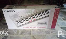 Casio LK-270 Piano Key Lighting Keyboard in excellent