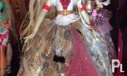 For sale Apple White Thronecoming Doll. In excellent /