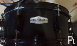 Excellent Pearl Forum 8Lug Snare for Sale only 4000