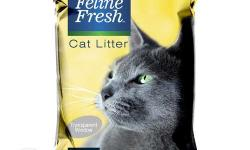 Highly absorbent clumping cat litter Absorbs/Traps