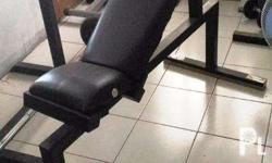 Good condition. No issues Fixed inclined bench for gym