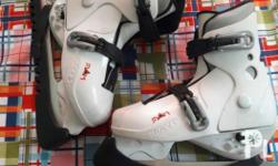 Ice skating shoes for kids. With blade guard EU 30-35