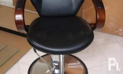 Deskripsiyon Two brand new hydraulic hair dresser chair