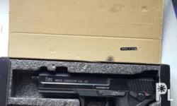 Umarex gbb pistol Comes with: -1 mag -box -manual I