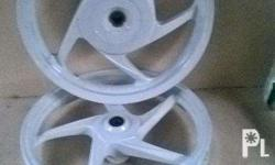 2015 stock mags.Pearl white color.Good as brand new.It