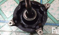 selling honda xr 200 front hub no damage in good