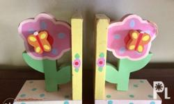 Tatutina Pastel Flower Bookends set the stage for a