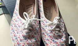 Keds Sneakers Size 9 Original price 2495 Selling for