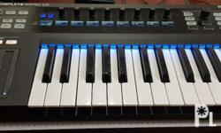 KOMPLETE KONTROL S25 is a small keyboard combining a