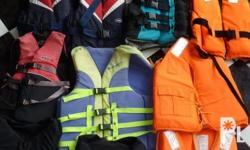 Deskripsiyon Lifejacket 14 pieces Sizes from Small to