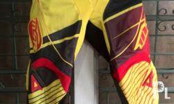 Msr pants Size 34 color combi: yellow red black Price: