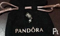 Auntentic Pandora Flower with Pearl Charm,9/10 conditio
