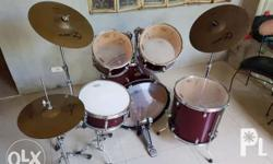 I'm Selling Pearl Drum Set Target Series Model TGC 625.