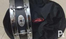 hi guys i am selling my pearl piccolo snare with gig