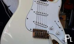 Photogenic Stratocaster Custom Alpine white finished