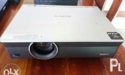 Projector - Sony - XGA VPL-CX100 Slightly used from