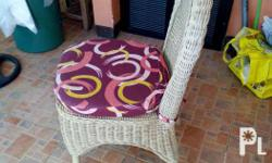 Slightly used rattan coffee table set .with 4.rattan