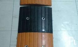 Rubber Speed Hump (Middle, 500 x 350 x 35 mm) / PHP