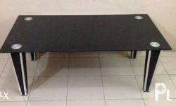 glass center table, good condition. for pick up only.