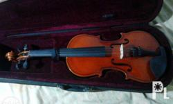 secondhand violin in good condition used atleast twice