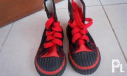 Deskripsiyon I'm selling slightly used branded shoes,