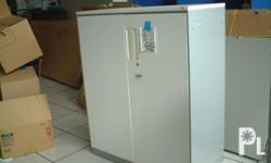 Deskripsiyon For Sale Surplus White Double Door Cabinet
