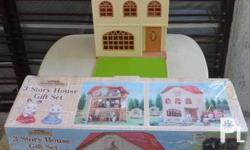 Sylvanian Families 3-Storey Gift Set - Good as new,