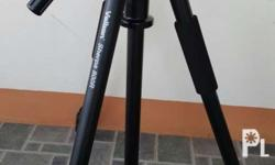 Sturdy tripod Head and center column can be inverted