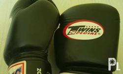 Black 14 oz Twins Boxing Gloves used less than 10