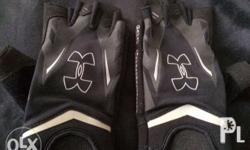 Selling this pair of UA Weightlifting gloves in