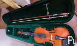 4/4 sized BEAUTIFUL VIOLIN! Like NEW! with bow and nice