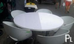 2nd hand White dining set 1 round table 5 dining chair