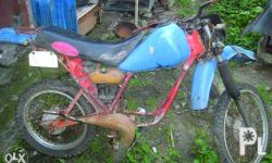 Yamaha DT 125, no engine, for parts out fork with