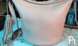 Sling bucket bag Leather In good condition Pls vibe or